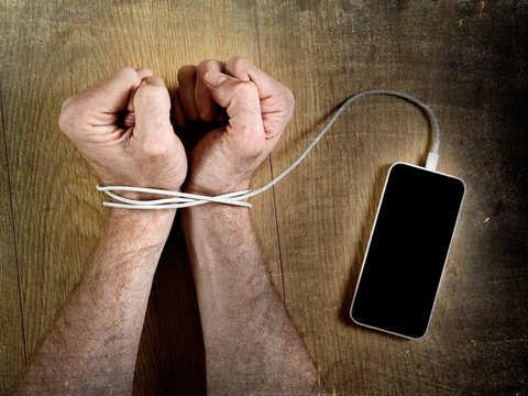 چالش های واقعیت افزوده - وابستگی به موبایل