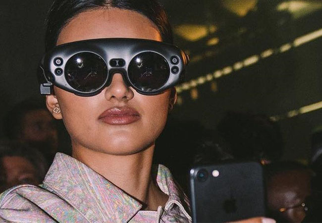 the-magic-lip-authority-and-5g-network-at-catwalk-london