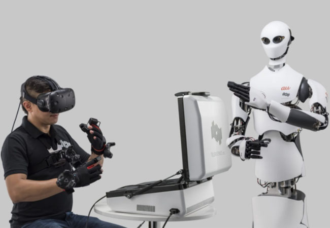 the-japanese-chain-store-has-started-hiring-remote-control-robots-through-virtual-reality